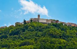Motovun - petite ville sur la colline dans Istria, Croatie Photo stock