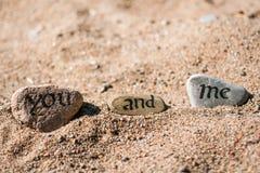 Mots écrits en encre sur les pierres Photo libre de droits