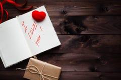 Mots au sujet de l'amour écrit dans le carnet Photo libre de droits