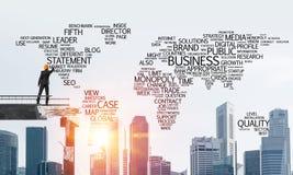 Mots conceptuels d'affaires d'écriture d'homme d'affaires Images stock