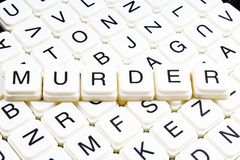 Mots croisé de mot des textes de meurtre La lettre d'alphabet bloque le fond de texture de jeu Caractères gras de cubes alphabéti Photos stock