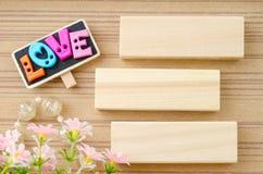 Mots d'AMOUR et étiquette en bois vide Concept d'amour Photographie stock