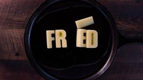 Mots de beurre frits banque de vidéos