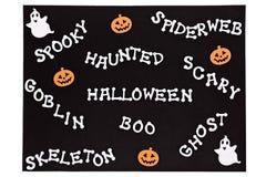 Mots de Halloween sur un tapis noir Photos stock