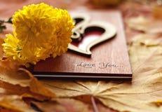 Mots de l'amour sur un fond d'automne Photos libres de droits
