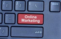 Mots de marketing en ligne sur le clavier Photo stock