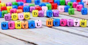 Mots de santé mentale sur la table en bois image libre de droits