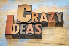 Mots fous d'idées dans le type en bois Image stock