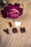 Mots secs JE T'AIME roses et de chocolat Photographie stock