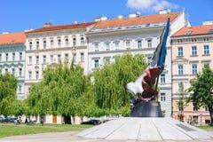 Motståndsflaggamonumentet i Prague Det är i dedikation till den 2nd motståndsrörelsen till t royaltyfria foton