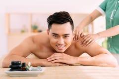 Motta tillbaka massage royaltyfri fotografi