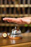 Mottagande - hotellet sätta en klocka på precis, innan det använder Fotografering för Bildbyråer