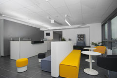 Mottagande i ett modernt kontor Arkivbilder