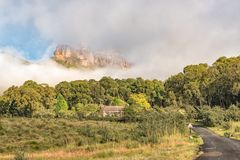 Mottagandekontor på den trädgårds- slotten i Drakensbergen Arkivfoto