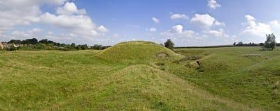 Motte en het kasteel van vestingmuur royalty-vrije stock foto