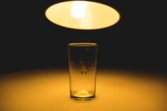 Motte im Glas mit Strahl des Lichtkonzeptes Lizenzfreies Stockfoto