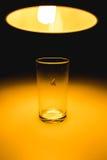 Motte im Glas mit Strahl des Lichtkonzeptes Lizenzfreie Stockbilder