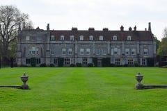 Mottisfont修道院和草坪和墙壁,汉普郡,英国 库存图片