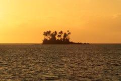 Motu naast het Eiland van Bora Bora Royalty-vrije Stock Foto's