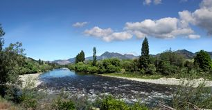 Motueka flod i det Tasman området royaltyfri bild