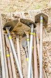 Motyk narzędzia na drewnianej furze Fotografia Stock
