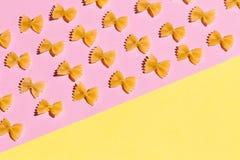 Motyle od mąki odizolowywającej na różowym tle zdjęcia royalty free