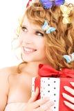 Motylia dziewczyna z prezentem Fotografia Royalty Free