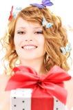 Motylia dziewczyna z prezentem Obraz Royalty Free