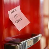 Motywacji notatka na fridge drzwi, zdrowy styl życia obrazy royalty free