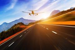 Mouche d'avion de passagers  Images stock