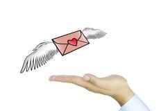 Mouche de lettre de coeur en main Photos libres de droits