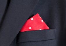 Mouchoir rouge dans le blazer bleu image stock