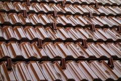Mouillez le toit carrelé photo stock