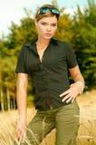 mouintain женщина outdoors стоковая фотография rf