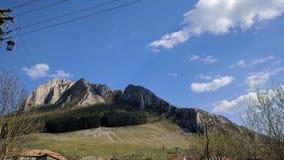 Mouintains rocosos, en Transilvania, Rumania, al lado del rimetea foto de archivo libre de regalías