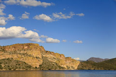 Mouintains TARGET576_1_ Saguarno Jezioro fotografia royalty free