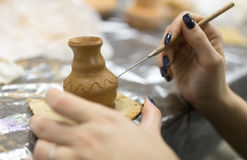 Moulage avec la poterie photographie stock