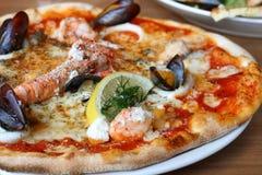 Moules de langoustine de pizza de fruits de mer Photo stock