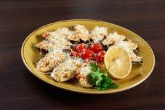 Moules de mollusques et crustacés servies au restaurant Images stock