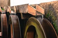 Moulin à eau avec la tache floue de vitesse photographie stock