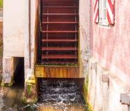 Moulin à eau fonctionnant Photo stock