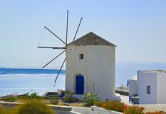 Moulin à vent à l'île de Santorini, Grèce Photos stock