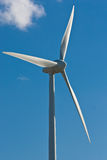 Moulin à vent avec le ciel bleu lumineux (1) Photos libres de droits