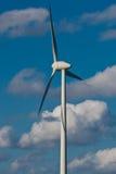 Moulin à vent avec le ciel bleu lumineux (3) Photographie stock libre de droits