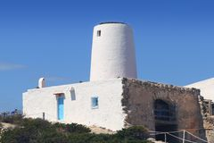 Moulin à vent blanc antique Formentera de sel photos libres de droits