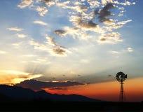 Moulin à vent crépusculaire Images libres de droits