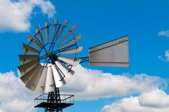 Moulin à vent démodé de pays Image stock