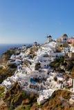 Moulin à vent d'île de Santorini Photographie stock libre de droits