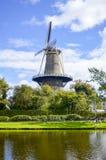 Moulin à vent dans la ville néerlandaise Leyde Images stock