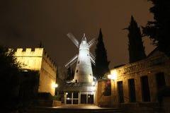 Moulin à vent de Montefiore la nuit hiver Photos stock